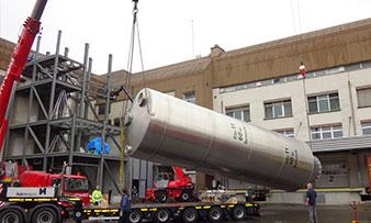 Démontages d'un silo compartimenté avec une grue télescopique