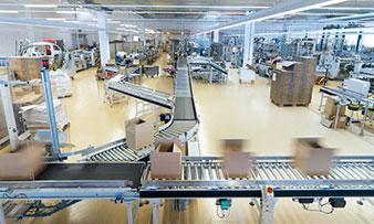Kartonzusammenführung von einzelnen Produktionsmaschinen